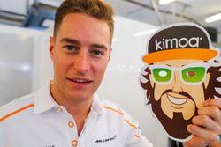 Stoffel Vandoorne, McLaren MCL33 celebrates Fernando Alonso, McLaren birthday