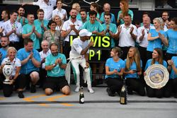 Lewis Hamilton, Mercedes-AMG F1 celebrates