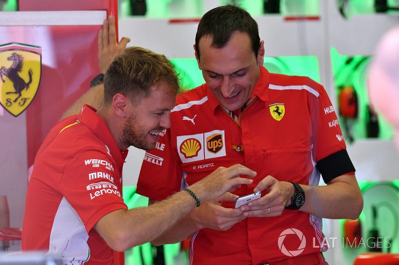 Sebastian Vettel, Ferrari y Riccardo Adami, ingeniero de carreras de Ferrari