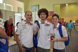 Antonio Cabini con sus hijos Raffaella y Carlo Augusto