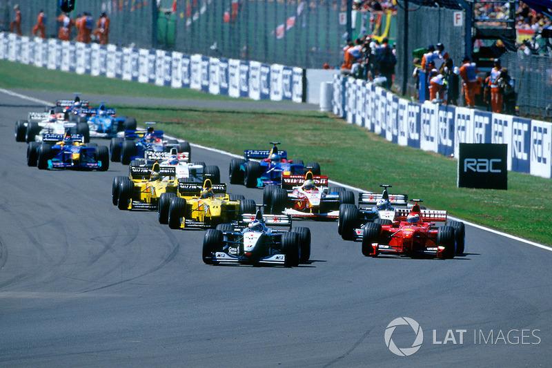 Hakkinen behoudt de leiding, Irvine passeert Coulthard voor P2:
