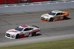 Cole Custer, Stewart-Haas Racing, Ford Mustang Haas Automation and Chase Briscoe, Roush Fenway Racing, Ford Mustang Nutri Chomps