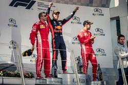 Podio: segundo ligar Kimi Raikkonen, Ferrari y el tercer lugar Sebastian Vettel, Ferrari