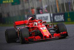 Sebastian Vettel, Ferrari SF71H viert de zege aan de finish