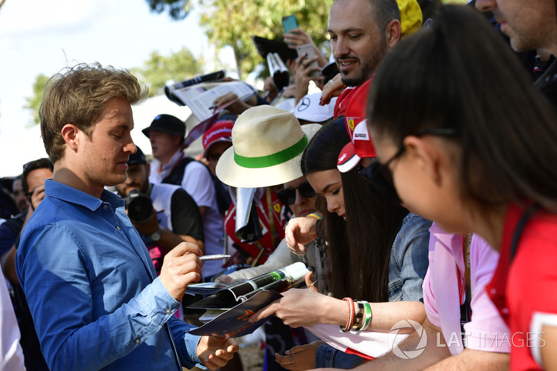Nico Rosberg, Mercedes-Benz Ambassador signs autographs for the fans