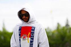 Lewis Hamilton, Mercedes AMG F1, llega al circuito