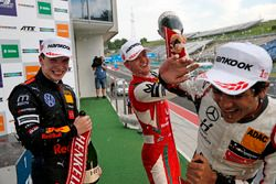 Podio: Dan Ticktum, Motopark Dallara F317 - Volkswagen, Mick Schumacher, PREMA Theodore Racing Dallara F317 - Mercedes-Benz, Enaam Ahmed, Hitech Bullfrog GP Dallara F317 - Mercedes-Benz
