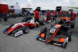 Keyvan Andres, Van Amersfoort Racing Dallara F317 - Mercedes-Benz, Mick Schumacher, PREMA Theodore Racing Dallara F317 - Mercedes-Benz