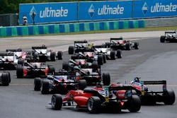 Start actie, Petru Florescu, Fortec Motorsports Dallara F317 - Mercedes-Benz
