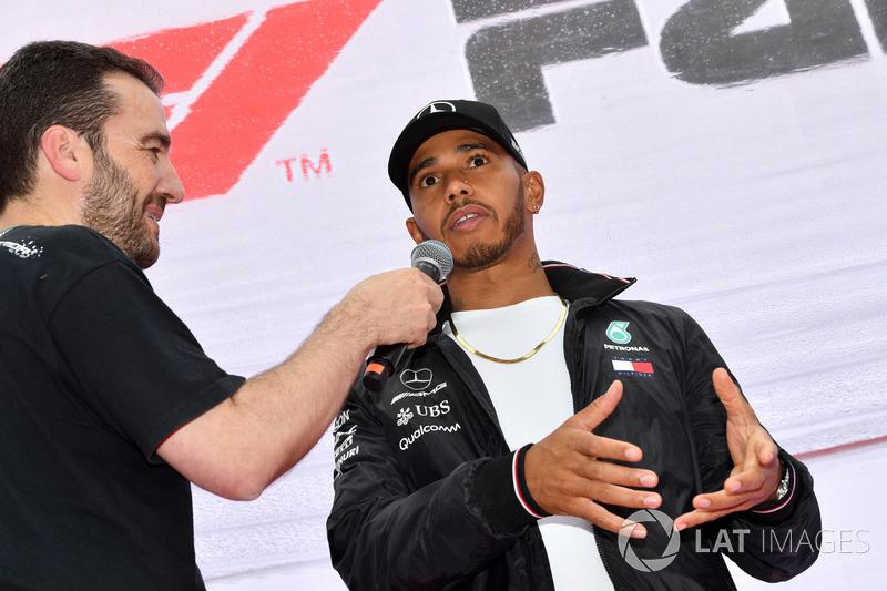 Lewis Hamilton, Mercedes-AMG F1, sul palco