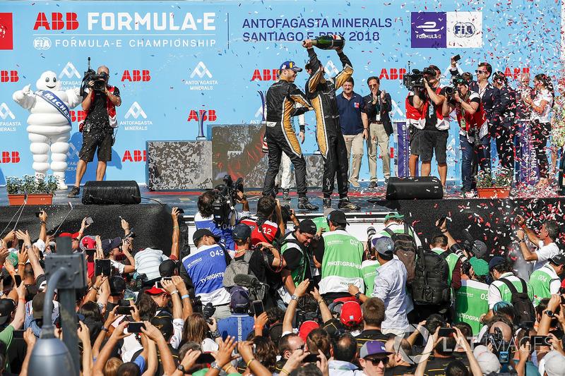 Podio: ganador de la carrera Jean-Eric Vergne, Techeetah, Andre Lotterer, Techeetah celebra