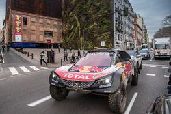 Carlos Sainz, Lucas Cruz, Peugeot Sport, dans les rues de Madrid