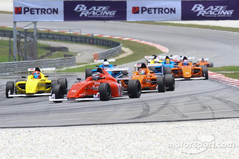 Presley Martono memimpin di Race 5