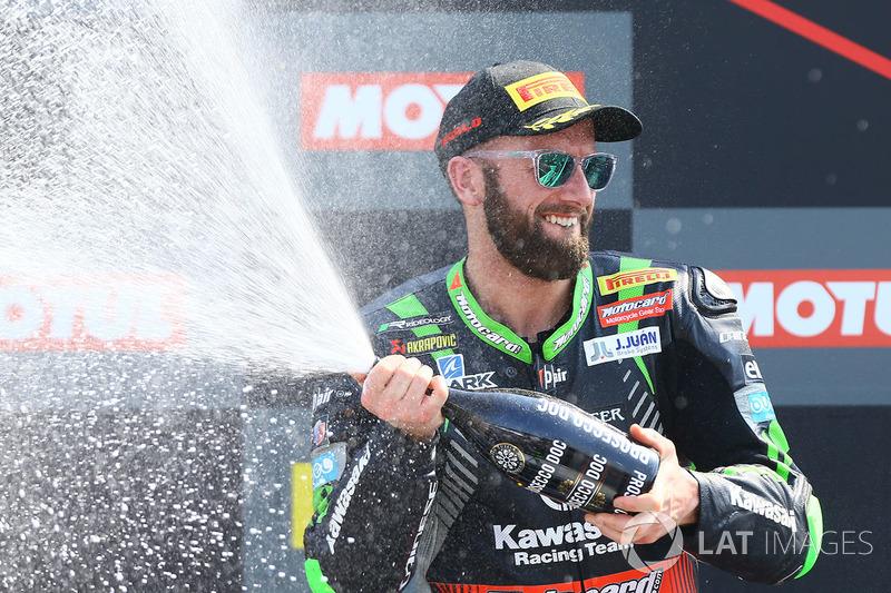Podio: il vincitore della gara Tom Sykes, Kawasaki Racing
