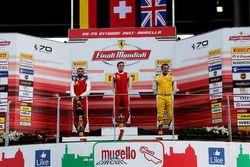 Podium Trofeo Pirelli: Ganador, #8 Octane 126 Ferrari 488: Fabio Leimer, segundo, #1 Octane 126 Ferr