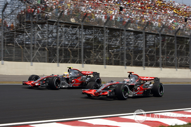 Lewis Hamilton, McLaren MP4-22 ve Fernando Alonso, McLaren MP4-22