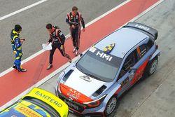 Andreas Mikkelsen, Thierry Neuville, Hyundai NG i20 WRC, Tony Cairoli, Danilo Fappani, Hyundai NG i2