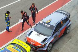 Андреас Миккельсен и Тьерри Невилль, Тони Кайроли и Данило Фаппани, Hyundai NG i20 WRC