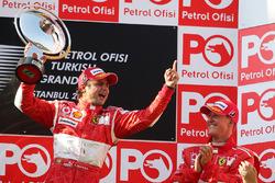 Podio: ganador de la carrera Felipe Massa, Ferrari, tercer lugar Michael Schumacher
