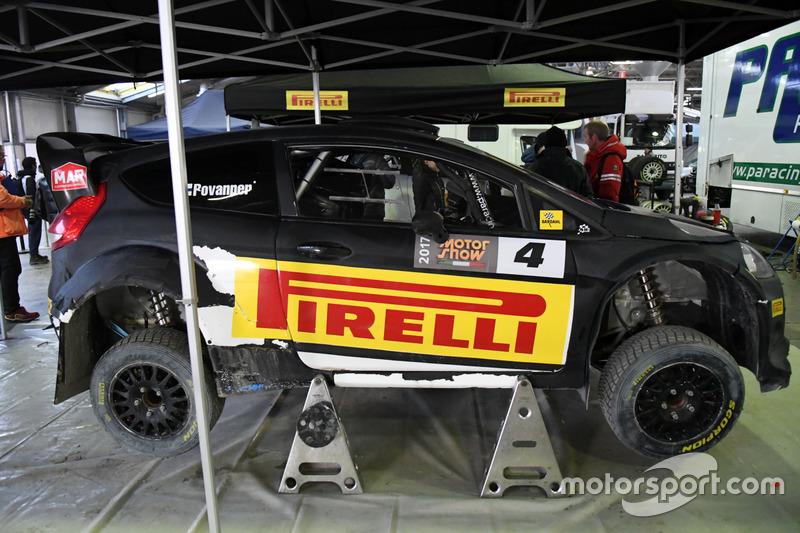 La Ford Fiesta WRC di Kalle Rovanpera viene preparata nel paddock