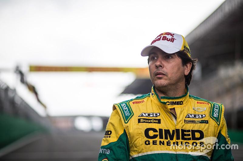 É o caso de Cacá Bueno, que em entrevista exclusiva ao Motorsport.com revelou toda as dificuldades em garantir um assento na Stock Car esse ano, em virtude da mudança de rumos de investimento da Cimed.