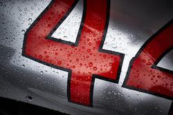 Regen op de wagen van Lewis Hamilton, Mercedes AMG F1 W09