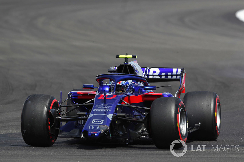 Pierre Gasly, Toro Rosso STR13 with broken front wing