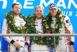 LMGTE Pro podio: ganadores Michael Christensen, Kevin Estre, Laurens Vanthoor, Porsche GT Team