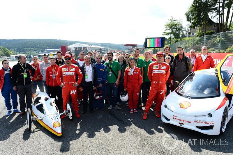 Fernando Alonso, Ferrari en Kimi Raikkonen, Ferrari tijdens een Shell eco-evenement