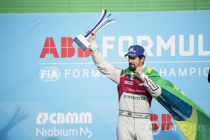 Lucas di Grassi, Audi Sport ABT Schaeffler, celebra en el podio