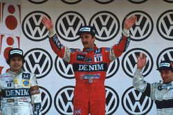Podium: race winnaar Nigel Mansell, Williams, tweede Nelson Piquet, Williams, Riccardo Patrese, Brab