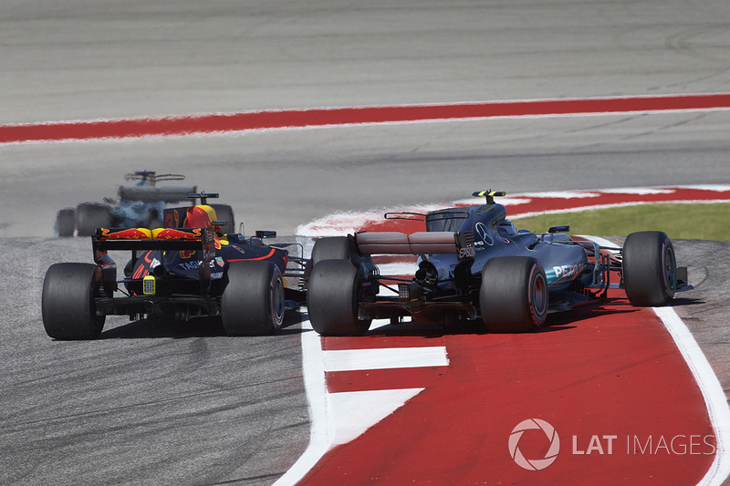 Daniel Ricciardo, Red Bull Racing RB13 ve Valtteri Bottas, Mercedes AMG F1 W08