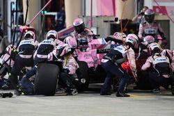 Sergio Perez, Force India VJM11, pit stop