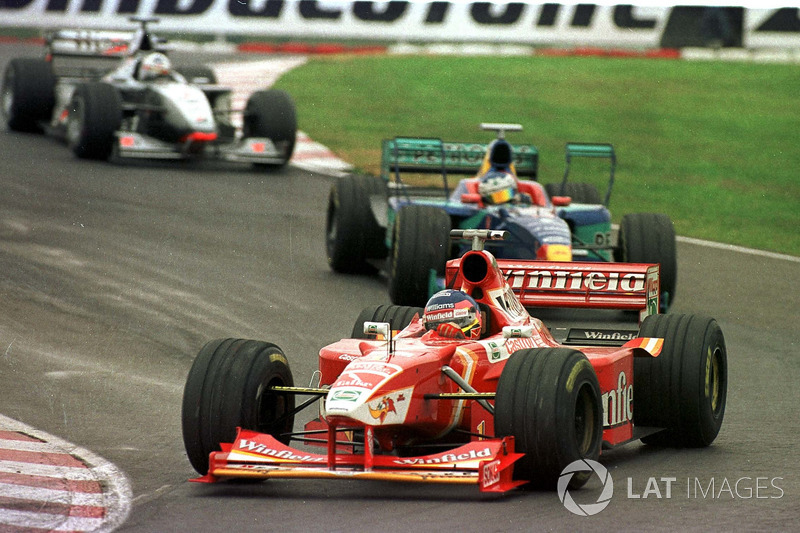 Jacques Villeneuve, Williams, Jean Alesi, Sauber, y David Coulthard, McLaren Mercedes