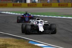 Lance Stroll, Williams FW41, leads Brendon Hartley, Toro Rosso STR13