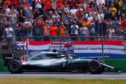 Ganador de la carrera Lewis Hamilton, Mercedes AMG F1 W09, celebra