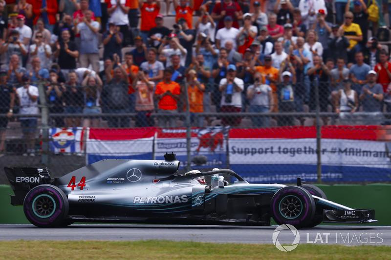 Lewis Hamilton, Mercedes AMG F1 W09, festeggia la vittoria