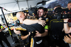 Jean-Eric Vergne, Techeetah, celebrates with his team in the garage after winning the championship