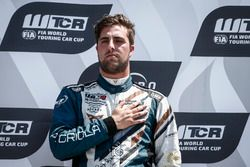 Podium: Race winner Pepe Oriola, Team Oscaro by Campos Racing Cupra TCR