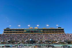 Кейси Кейн, Hendrick Motorsports Chevrolet и Крис Бушер, JTG Daugherty Racing Chevrolet