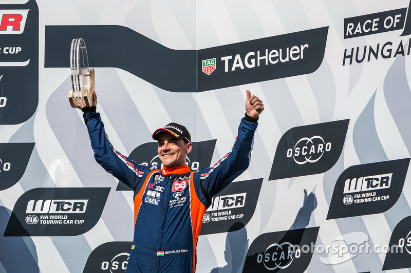 Podio: il terzo classificato Norbert Michelisz, BRC Racing Team Hyundai i30 N TCR