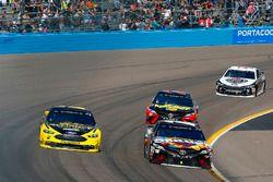 Kyle Busch, Joe Gibbs Racing, Toyota Camry Skittles Sweet Heat and Brad Keselowski, Team Penske, Ford Fusion Alliance Truck Parts