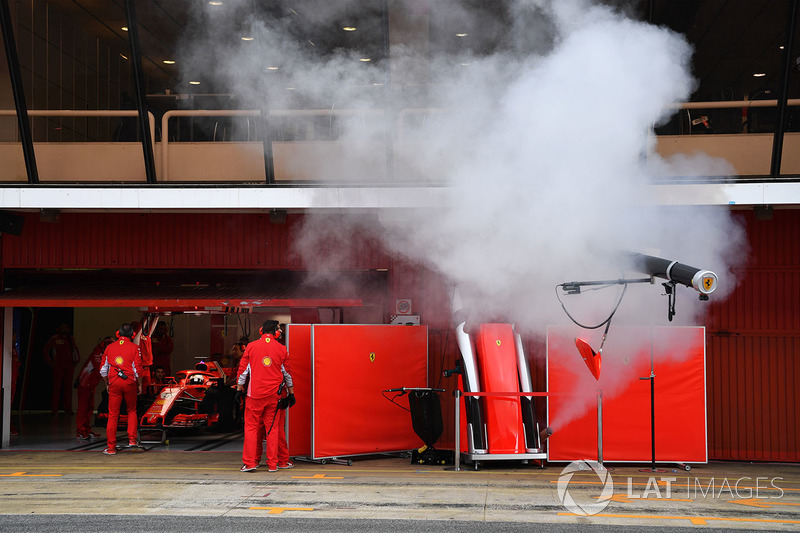 Дым в гараже Ferrari