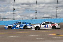 Kyle Larson, Chip Ganassi Racing, Chevrolet Camaro Credit One Bank, Kurt Busch, Stewart-Haas Racing,