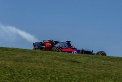 Brendon Hartley, Scuderia Toro Rosso STR12 with engine failure in FP1