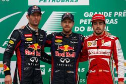 Podium : le vainqueur Sebastian Vettel, Red Bull Racing, le second Mark Webber, Red Bull Racing, le troisième Fernando Alonso, Ferrari
