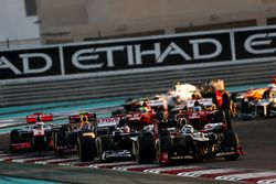 Kimi Raikkonen, Lotus E20 F1 Team, leads Pastor Maldonado, Williams FW34, Mark Webber, Red Bull Rac