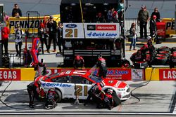 Paul Menard, Wood Brothers Racing, Ford Fusion Motorcraft / Quick Lane Tire & Auto Center pit stop