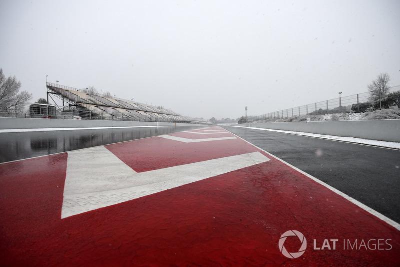Recta del Circuit de Barcelona con nieve