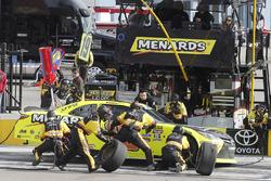 Brandon Jones, Joe Gibbs Racing, Toyota Camry Menards, pit stop